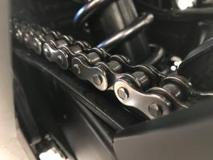 motorradkette-reinigen-saubere-motorradkette-motorradstaender-o-ring-kette-suzuki-gsr-750