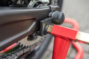 motorradstaender-vorne-montagestaender-hinten-motoradständerset-ricambi-weiss-rot-1200px-15-300x200