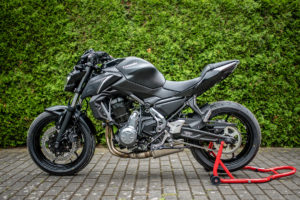 motorradstaender-vorne-montagestaender-hinten-motoradständerset-ricambi-weiss-rot-1200px-16-300x200