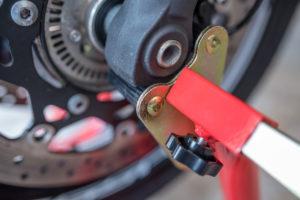 motorradstaender-vorne-montagestaender-hinten-motoradständerset-ricambi-weiss-rot-1200px-17-300x200