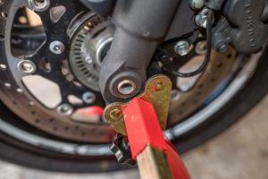 motorradstaender-vorne-montagestaender-hinten-motoradständerset-ricambi-weiss-rot-1200px-18-300x200