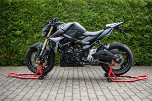 motorradstaender-vorne-montagestaender-hinten-motoradständerset-ricambi-weiss-rot-1200px-12-300x200