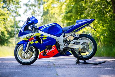 suzuki-gsxr600-gsx-r-600-blau-movistar-telefonica-edition-motorradstaender-www_motorradstaender-wippe_de